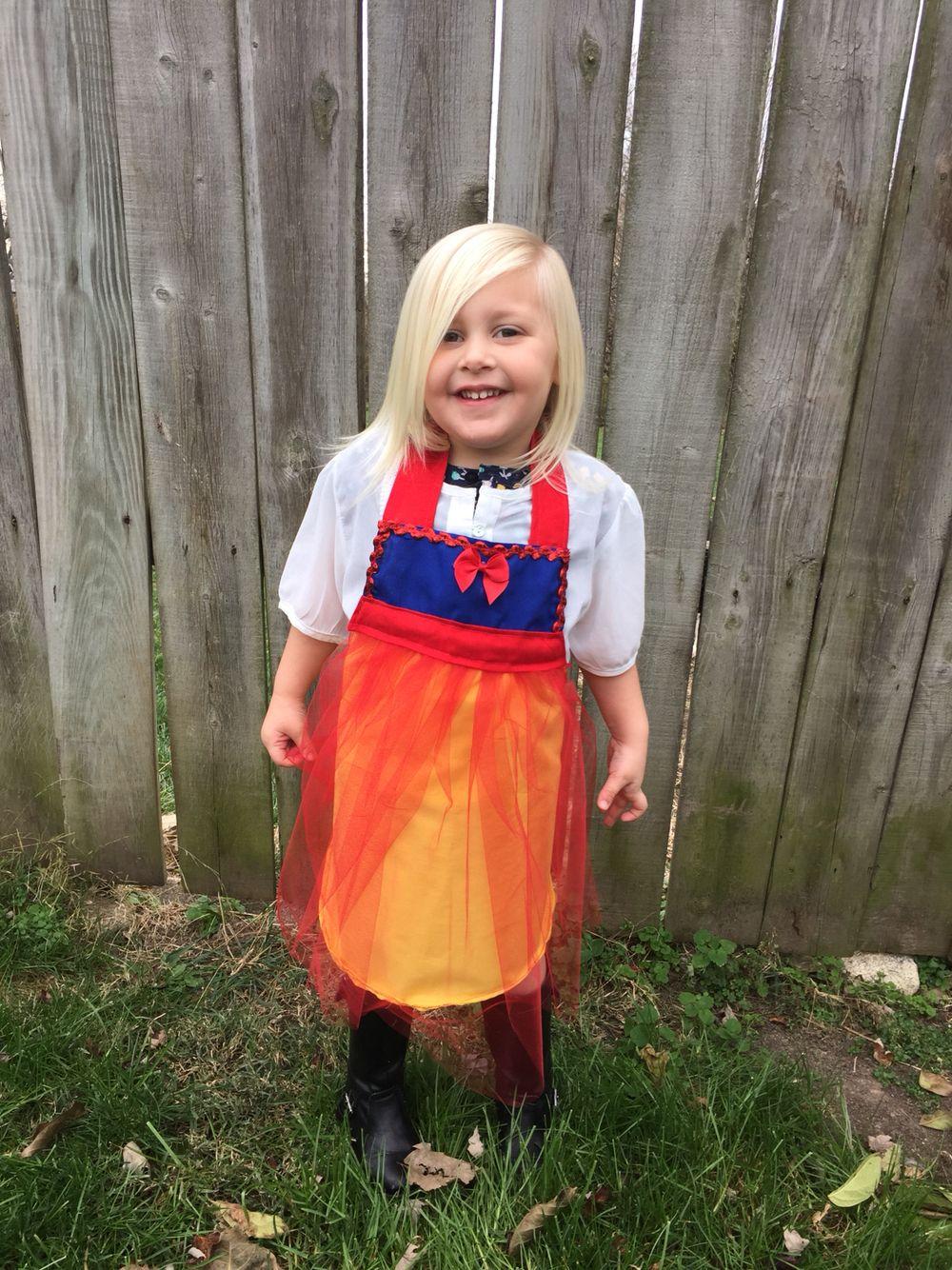 White tea apron - Snow White Inspired Disney Princess Apron Dress Up Apron Kids Apron Tea Party