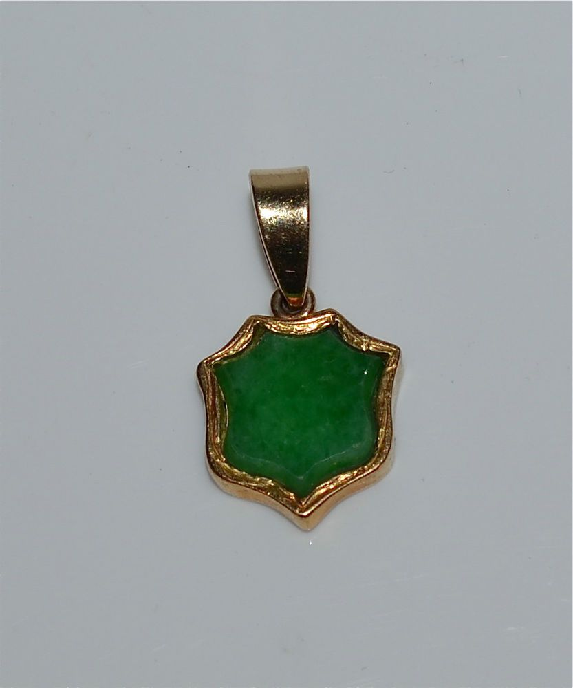 b9e77dffb0331 Vintage Chinese 18 Kt Gold and Natural Jadeite Jade Pendant ...