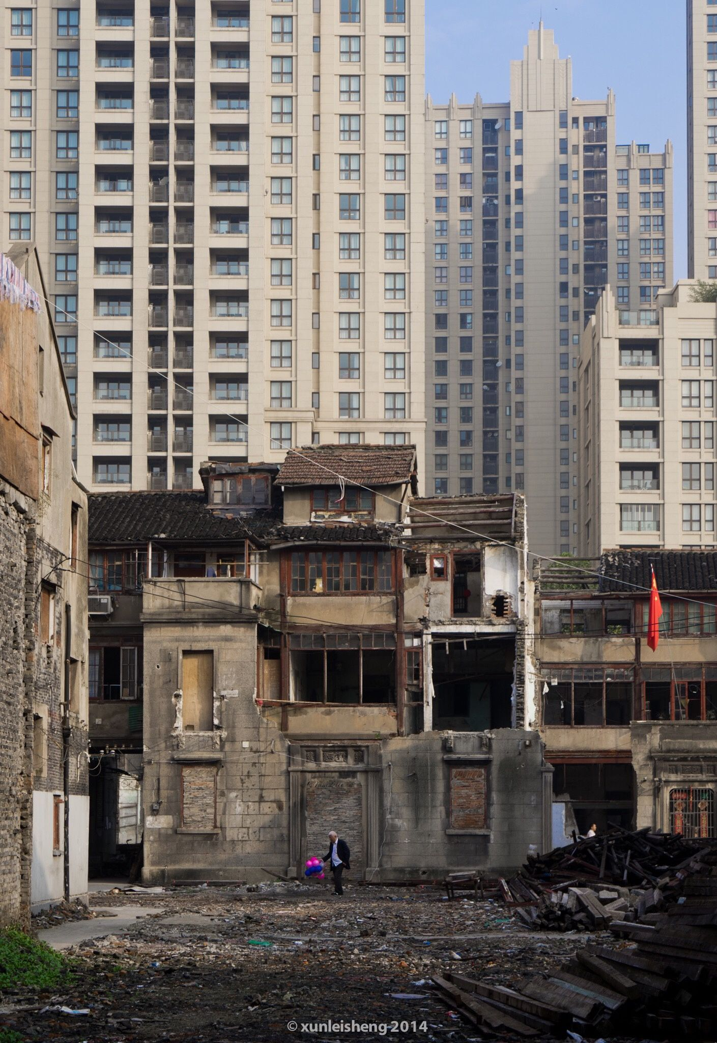 Living under construction by Joshua Sheng - Photo 127512287 - 500px