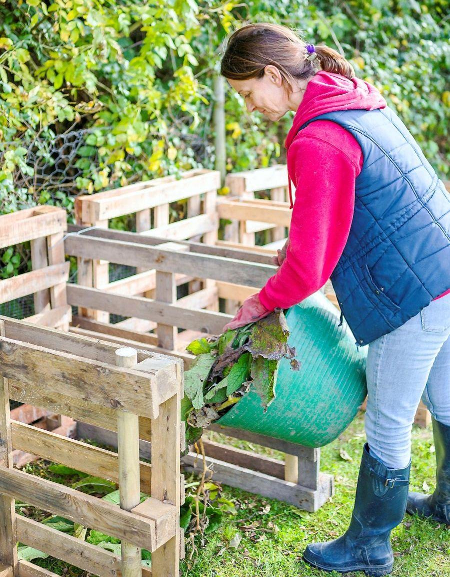 Fabriquer Un Composteur Avec Des Palettes comment fabriquer son composteur en bois en 7 étapes