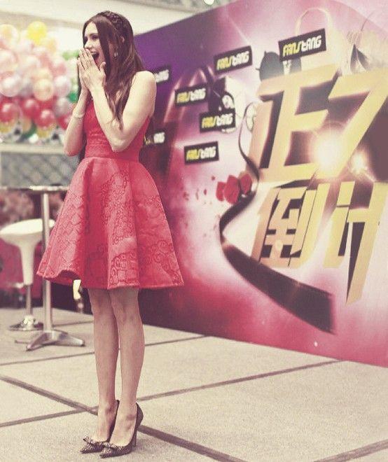 She's so perfect! Nina Dobrev ~ Elena Gilbert from The Vampire Diaries ♥