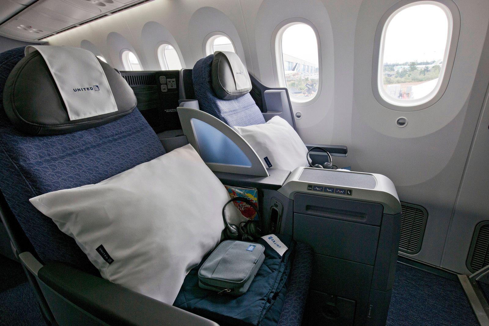 Boeing 787 interior coach viewing gallery - 787 Dreamliner Interior United 787 Dreamliner Interior_4