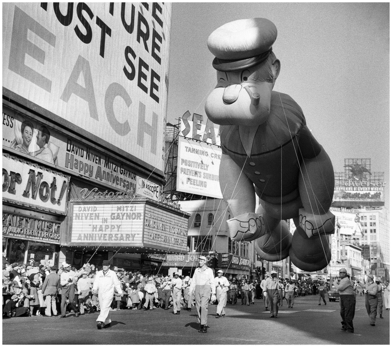 1959 Popeye Balloon At Macy S Thanksgiving Parade Thanksgiving Parade Macy S Thanksgiving Day Parade Macys Thanksgiving Parade