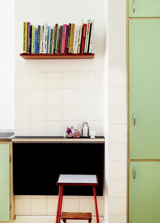 Køkken: Tro mod den gamle stil - Boligliv. Gyldendals store kogebog. Den har min mor!