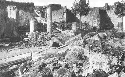 Pompei bombardata dai sempre civilissimi americani nel 1943