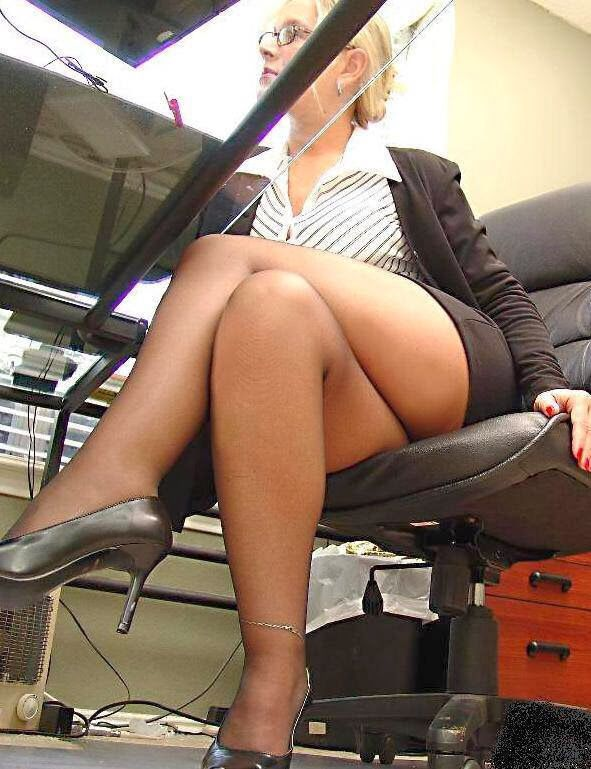Secretaries Without Panties 19