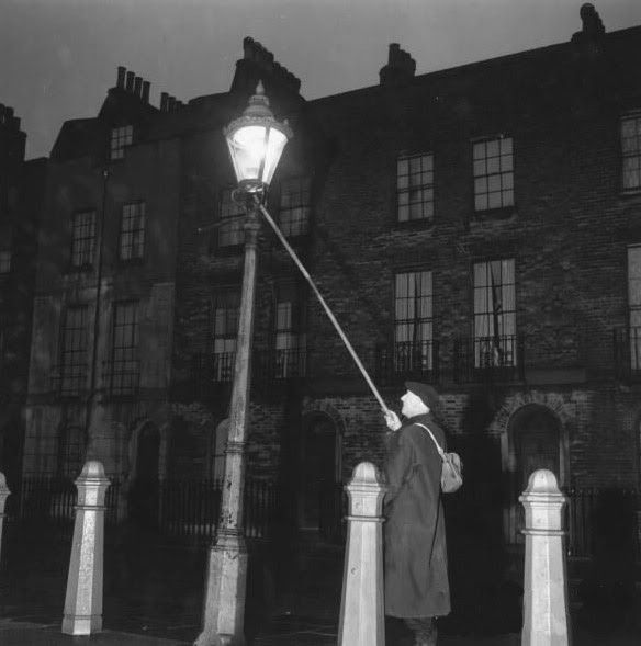 A Lamplighter Via Lantaarns Pinterest Lamp Light And