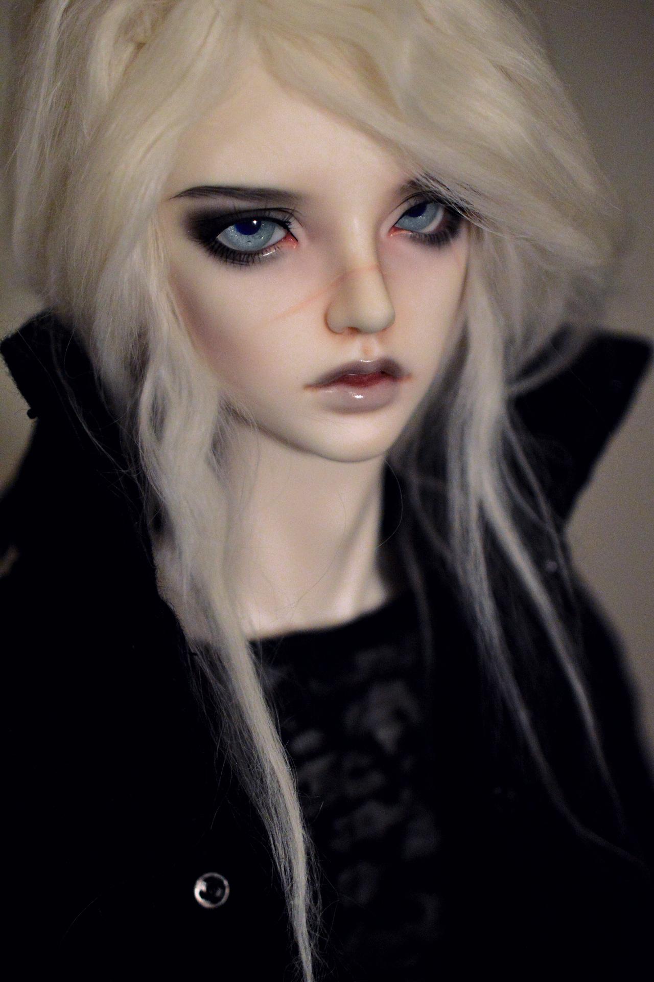 Dietrich Totenkopf. Vampire, Exorcist, total babe.
