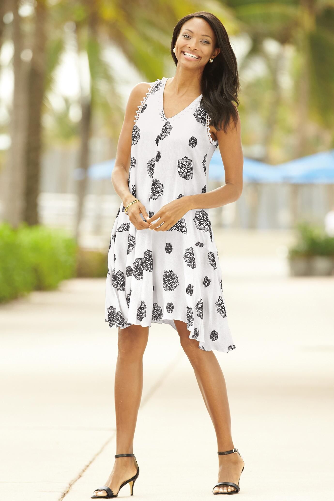 Sleeveless Medallion Puff Print Dress In Black And White Pattern That S Beautiful For Summer Dress Up In A Knee Length Flow Dresses Print Dress Classic Dress [ 2070 x 1380 Pixel ]