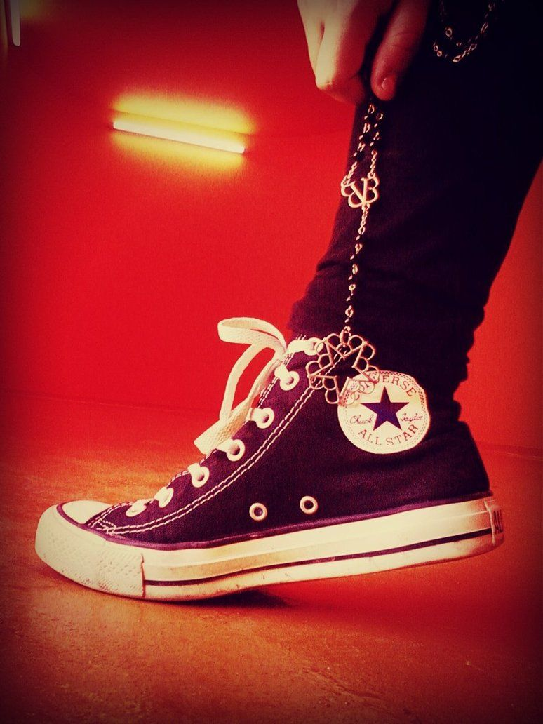 d9ae94dfd0aa6a converse all star + BVB necklace