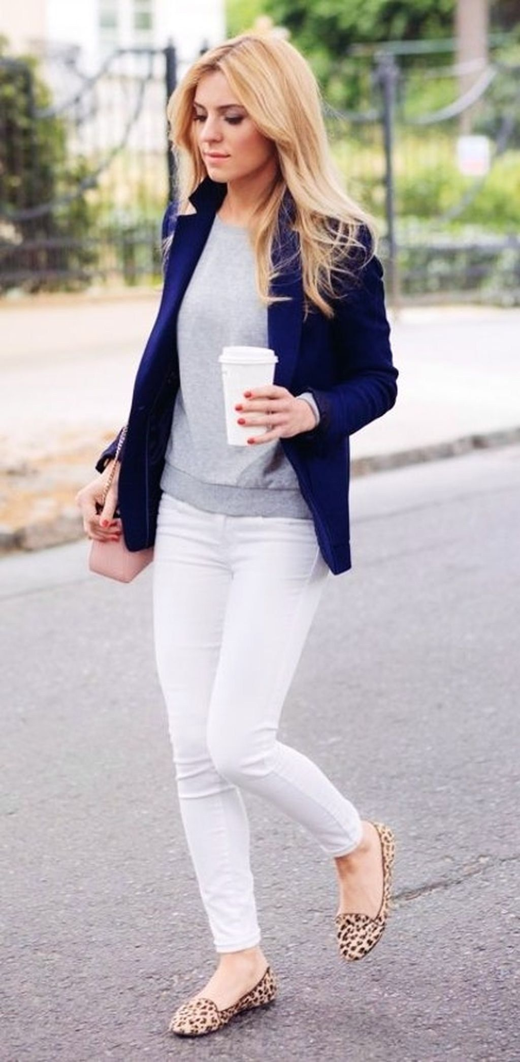 33f417389512 Amazing Winter White Skinny Jeans Outfits Ideas 10
