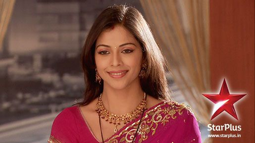 Payal is Khushi's sister and married to Akash in