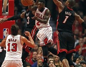 Miami Heat pummels Chicago Bulls, takes 3-1 lead in series