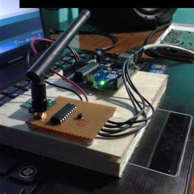 Something we loved from Instagram! Comunicação wireless com módulo rf 433MHZ e encoder versão 1.  #Arduino #Raspberrypi #Programação by daniel___andrade Check us out http://bit.ly/1KyLetq