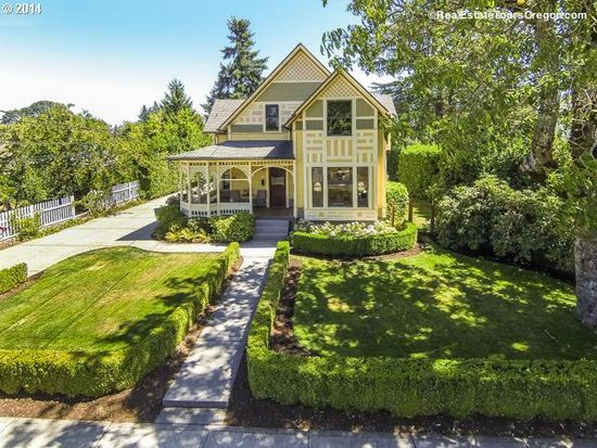 2125 A St Forest Grove Or 97116 Zillow Victorian Homes Forest Grove House Styles