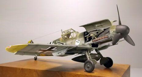 Das Modell der Messerschmidt BF-109/F4 von Trumpeter präsentiert sich nach dem Bau als Maschine des Jagdgeschwaders 3 an der Ostfront 1942.