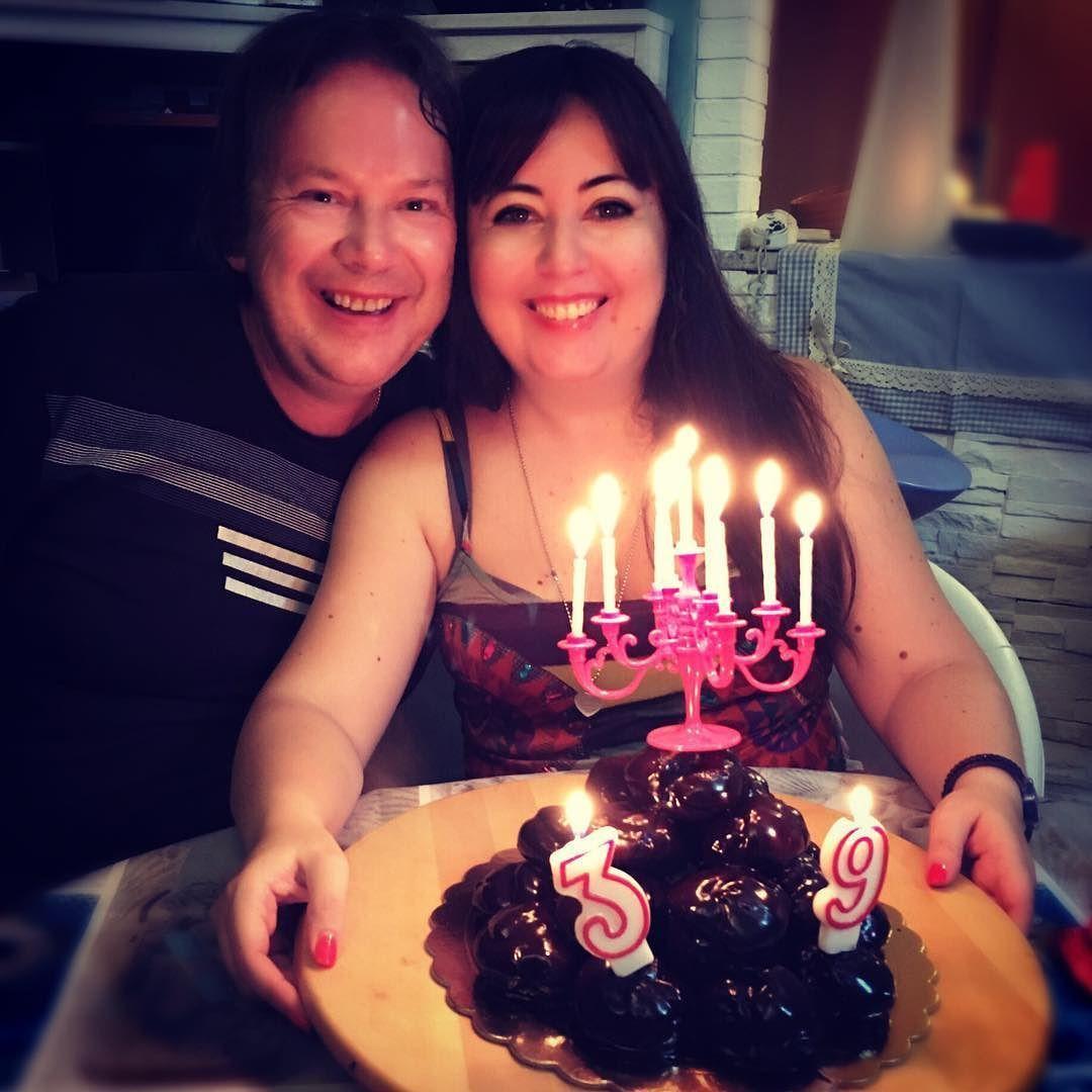 Il bello dei compleanni a casa è che il giorno dopo fai colazione con la torta !    #selfie #selfietime #selfiegram #alwaystogether #birthday #loveforever #happybirthdaytome #featureacreature #happybirthday #postthepeople #peoplecreatives #auguri #auguriame #instacouple #awesomepic #amore #birthdayparty #birthdaydinner #lavitainunoscatto  #mybirthday #makemoments #thegoodlife #thehappynow #compleanno #theartofslowliving #flashesofdelight #ilmiocompleanno #miocompleanno