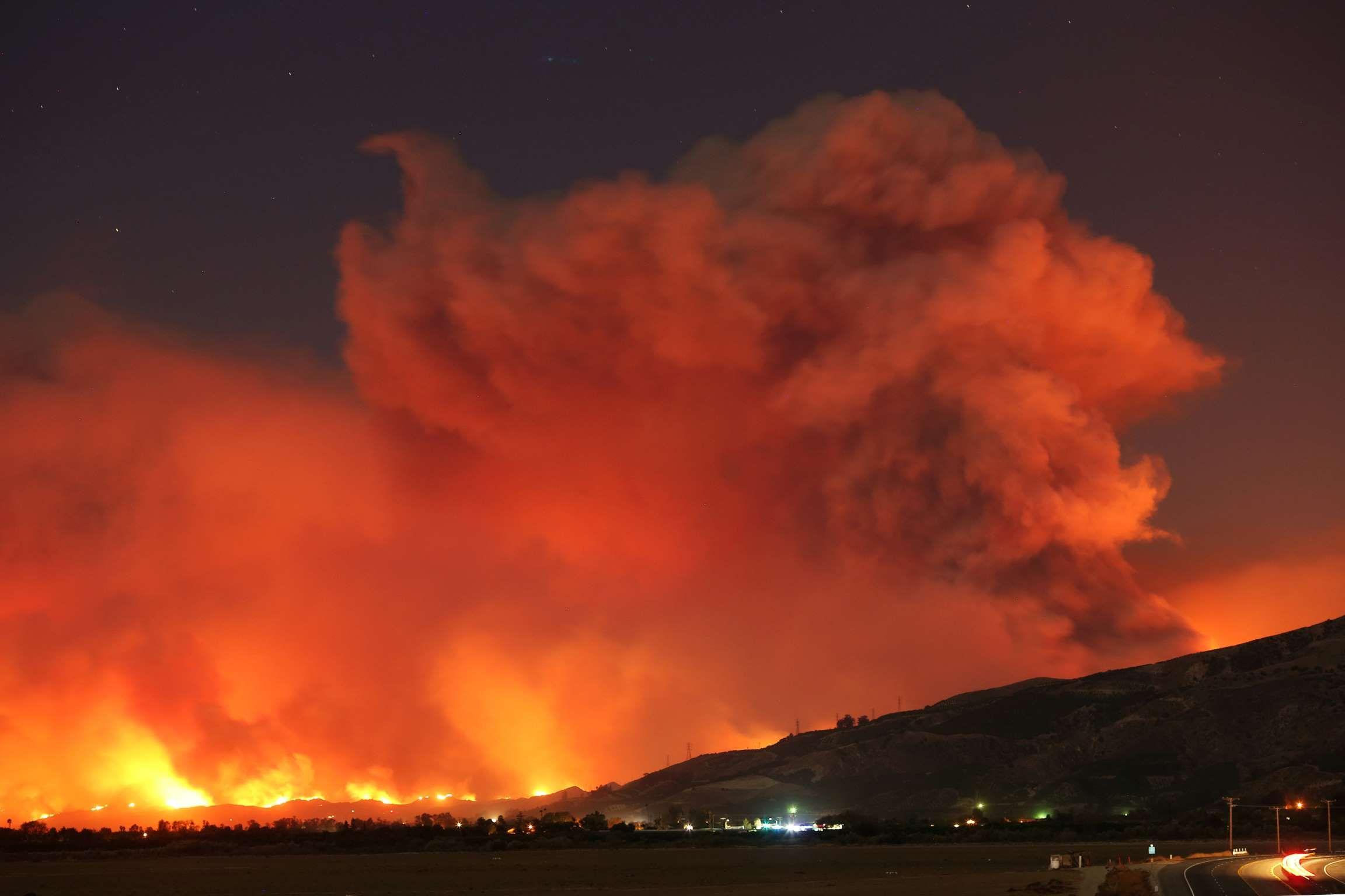 Smoke Rises Into The Night Sky Ventura County Wildfire David Mcnew Reuters California Wildfires Ventura California California