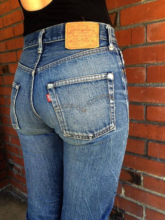 Vintage Levis Made in USA Button Fly Distressed Stone Wash Style Dark Blue Denim High Waisted Jeans 28 x 29 mBR9y