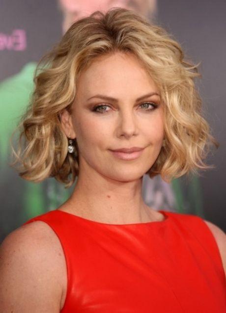 Frisuren Fur Feines Leicht Gewelltes Haar In 2020 Kurze Haare Dauerwelle Dauerwelle Frisuren Mit Dauerwelle