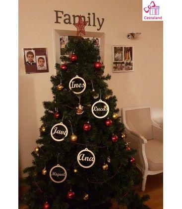 db4512cf693 Personalizar el árbol de Navidad con Bolas de Navidad Personalizada con  Nombres o Palabras en Madera. Decoración navideña personalizada.