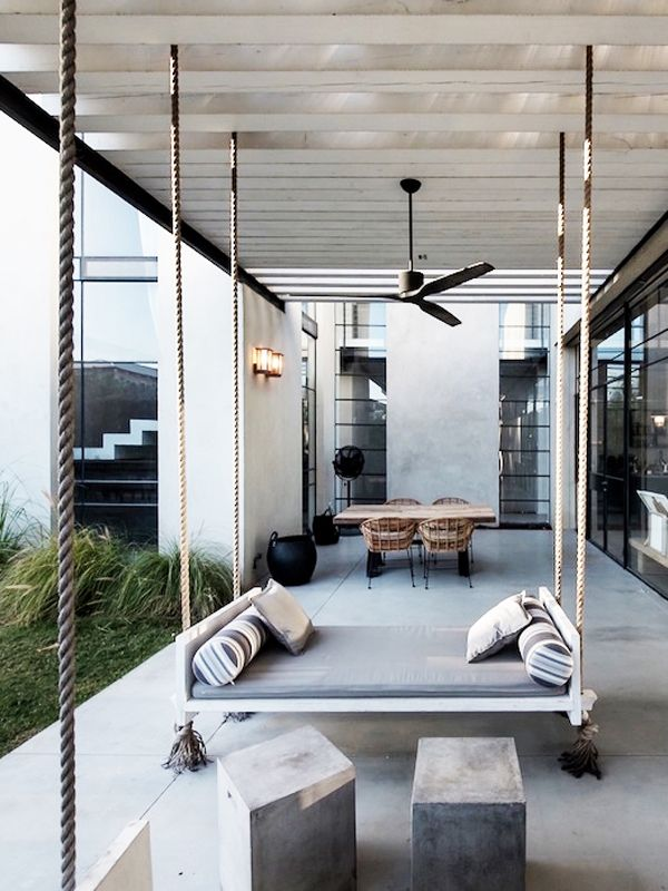 Like The Swings In Contrast With The Modern Style In The Background Huisdesign Binnenhuisarchitectuur Luxe Inrichting