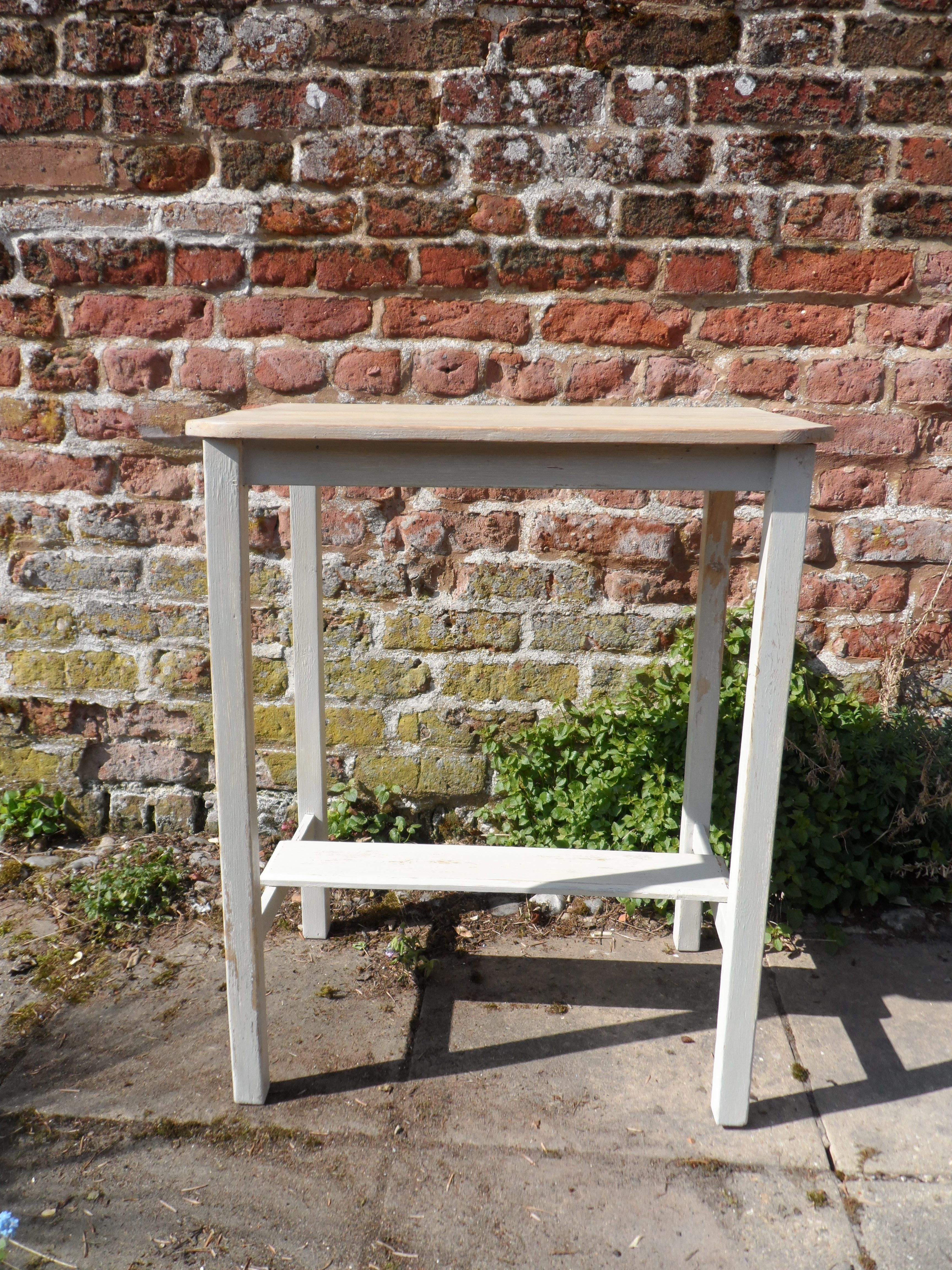Small table ideal 4 the hall or kitchen