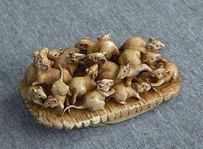 Fine Japanese Netsuke - Rats on a Sandal signed Genichi
