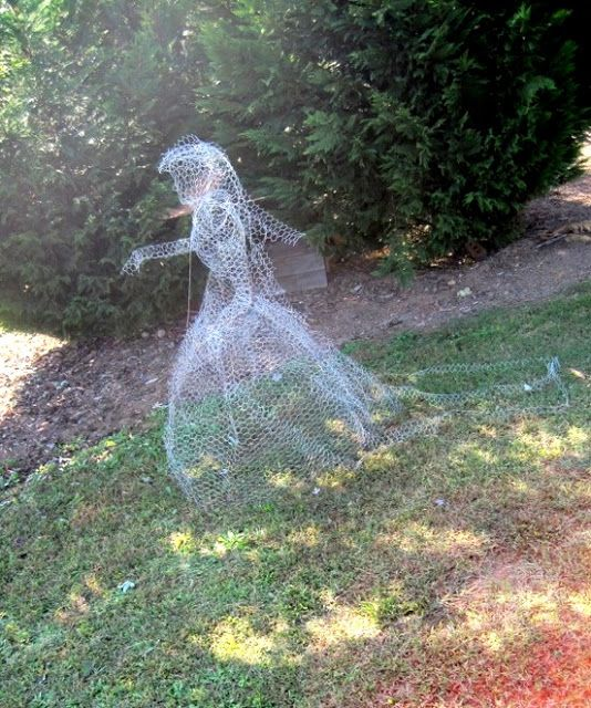 chicken wire yard ghost happy halloween wwwshabulouschandelierscom - Diy Halloween Yard Decorations