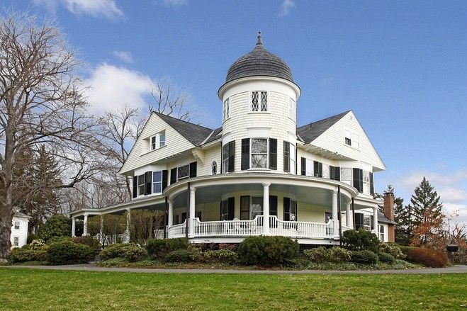 An 1890s Queen Anne Victorian home in Ridgefield, Conn. (Credit: Leonard Lampel-Coldwell Banker)