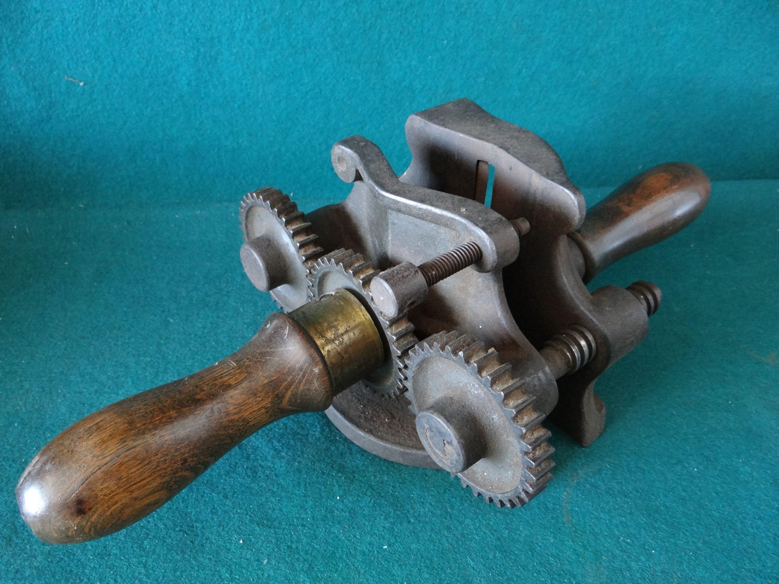 Herramienta antigua de carpintero cepillo redondo para - Cepillo de carpintero ...