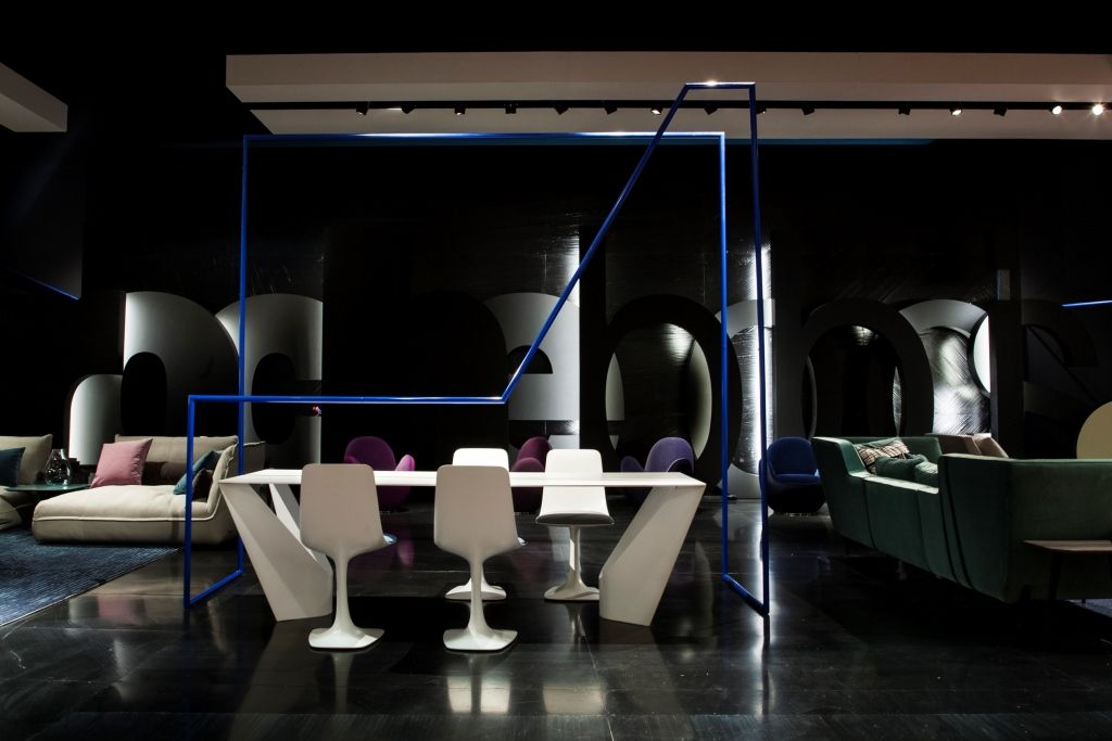 Roche Bobois - SUSPENS dining table autumn/winter collection 2015  #interiordesign #salonedelmobile #dinner #table #chair #RBMilan2015