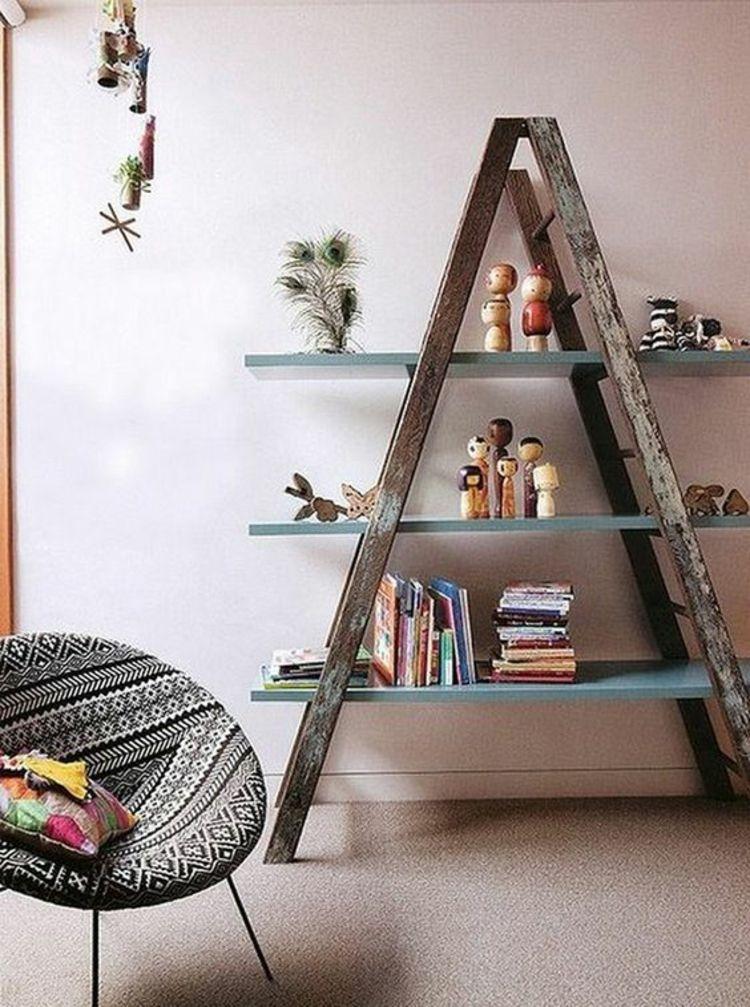 DIY Bücherregal aus einer alten Holzleiter Leseecke gestalten - ideen bibliothek zu hause gestalten