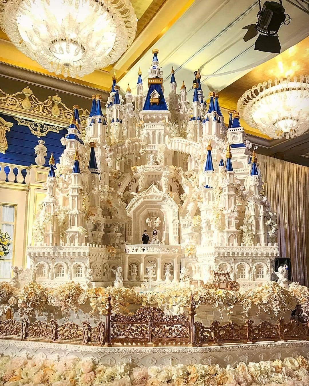 Edible Art. Castle Cake. 🏰🍰🍴🎨🎂🎨 Huge wedding cakes