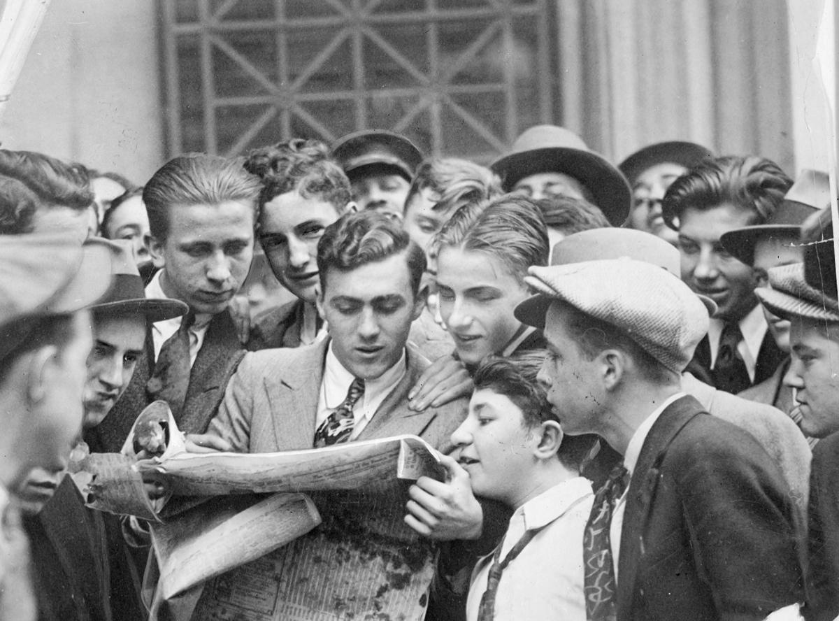 Wall Street Stock Market Crash 1929 Photos Daily News Most Iconic Images Stock Market Crash Wall Street Stock Market Wall Street
