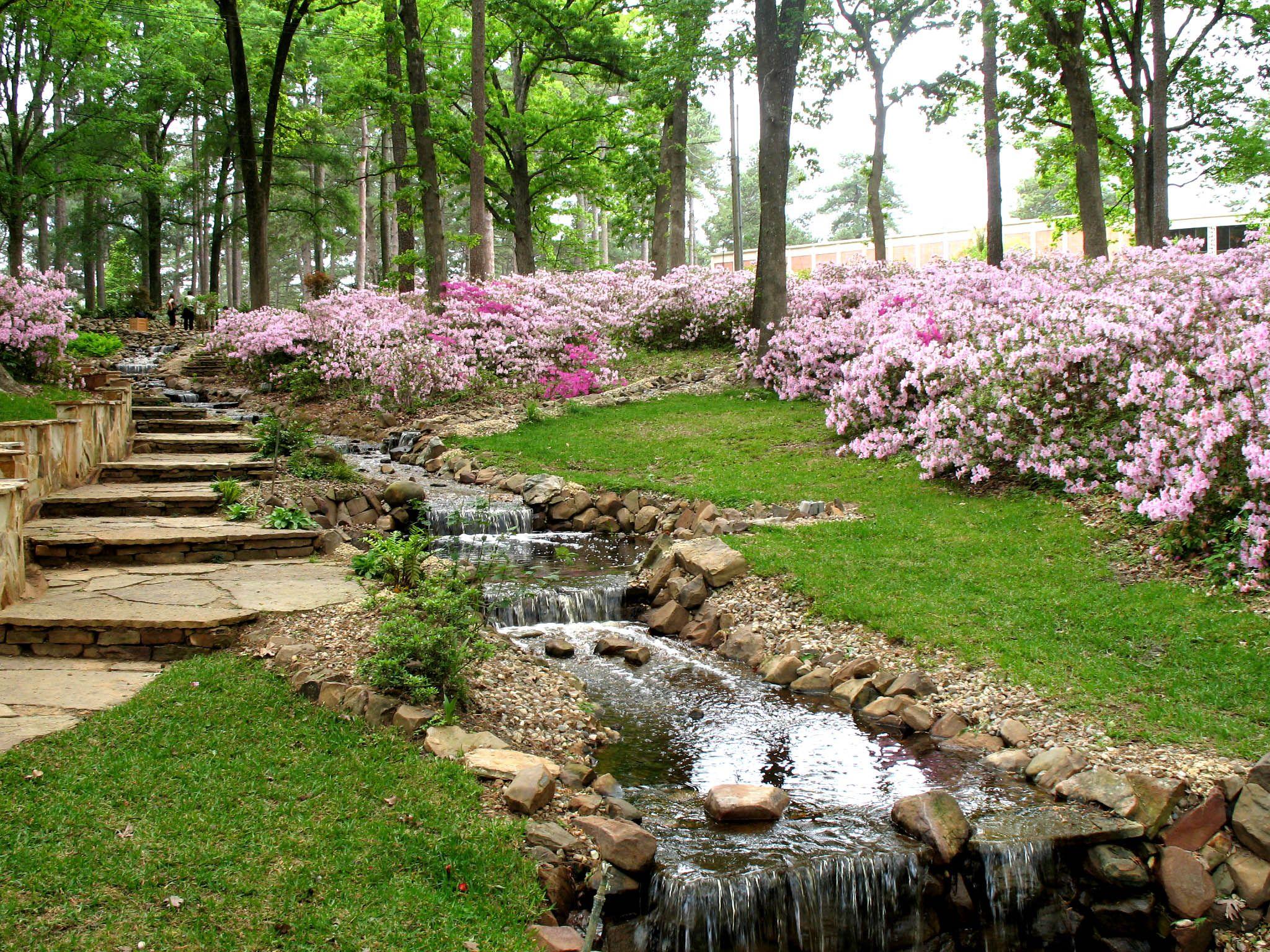Spring Garden Tour Photo R W Norton Art Gallery 400 x 300