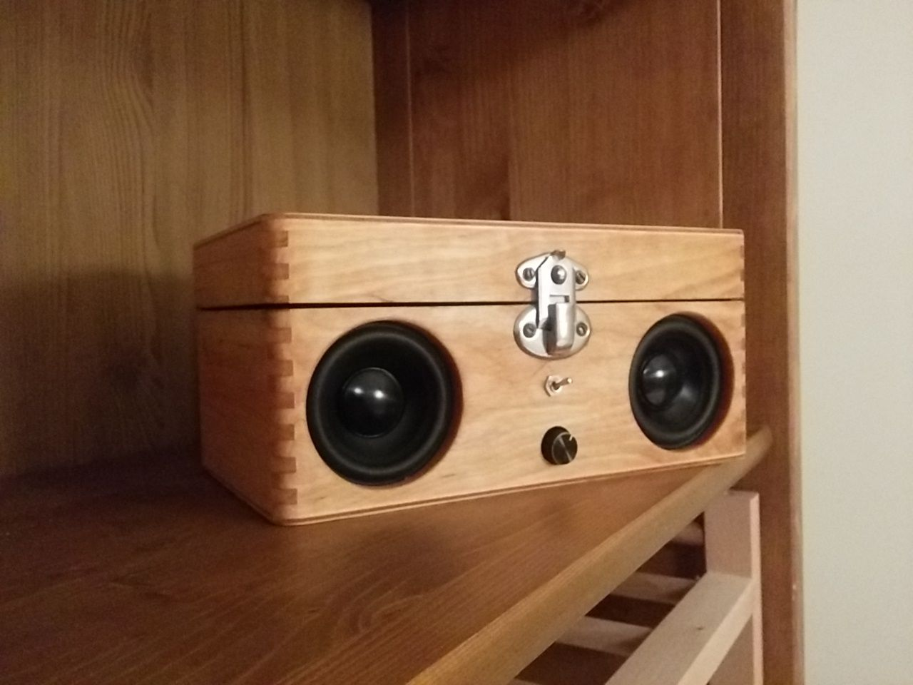 Portable Speaker From Old Wooden Box Wooden Speakers Diy