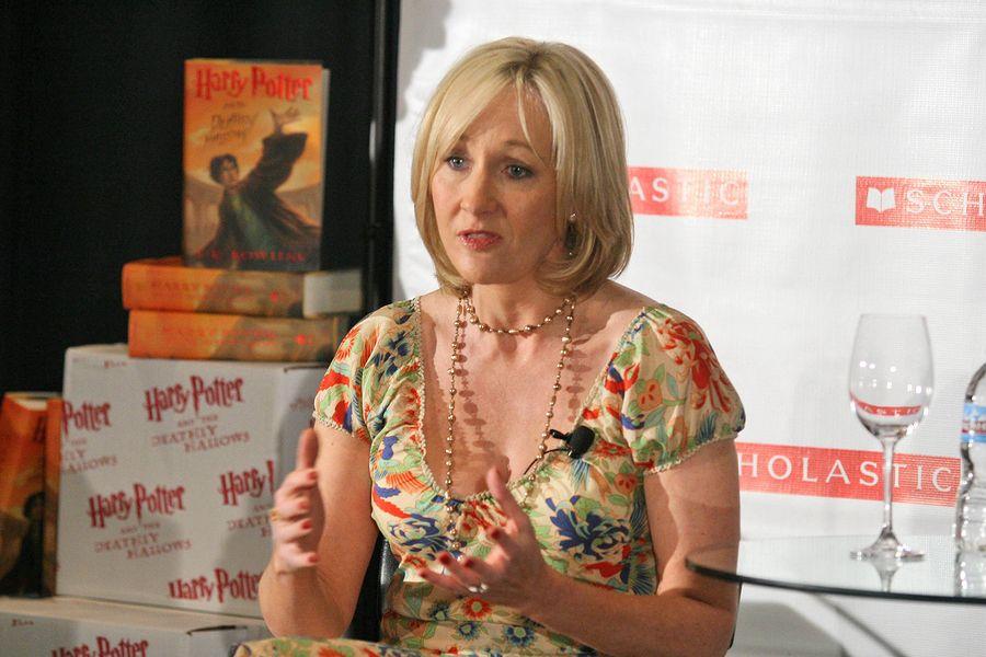 Das Vermogen Von J K Rowling Harry Potter Autorin 2021 Harry Potter Bucher Schriftsteller Autor
