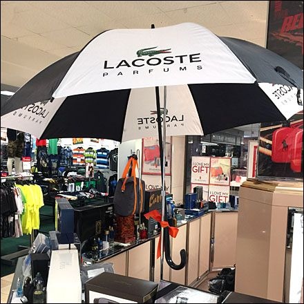 Rainy Day DisplayMerchandising Umbrella Lacoste Parfums ul3cF1JTK