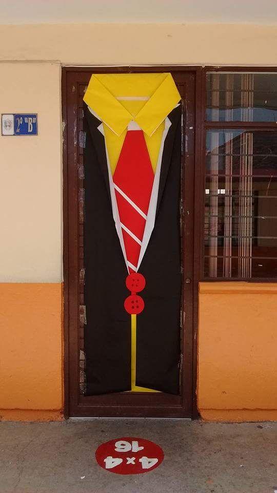Puerta del d a del padre manualidades pinterest for Puertas decoradas para el dia del libro