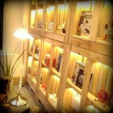 Pallet shelf wall