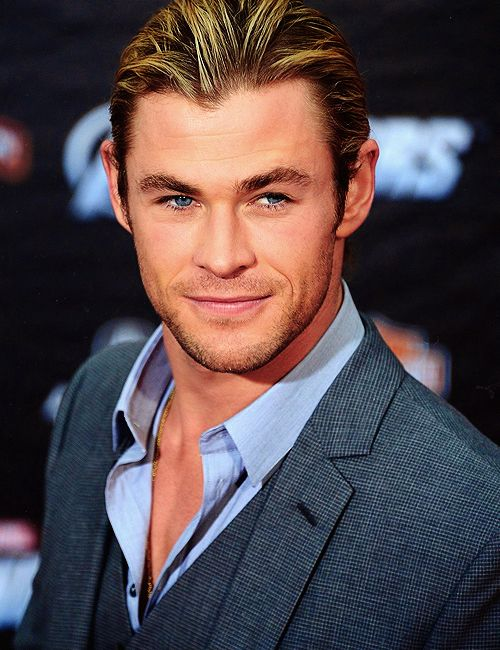 Chris Hemsworth - James Cavendish - Up In The Air Series