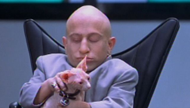 Mini Me (Verne Troyer) has his own Mini Mr. Bigglesworth in Austin Powers: The Spy Who Shagged Me (1999).