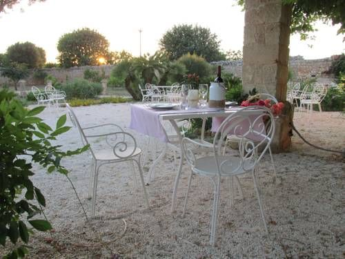 Masseria Triticum Francavilla Fontana Set in Francavilla Fontana and surrounded by olive groves and vineyards, Masseria Triticum offers a restaurant and free WiFi in public areas. Free private parking is available on site.