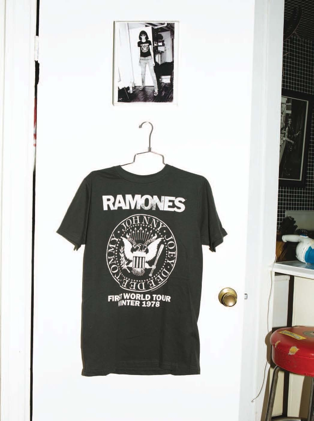 949cfe1e9 Group · Shirts · Display · El vuelo del águila con bat | VICE México Tee  Design, Rock Style, Ramones