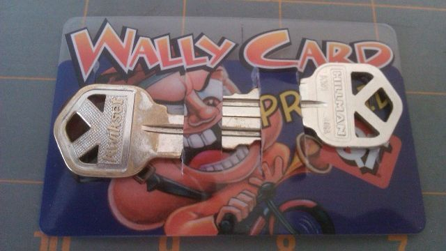 Turn An Old Credit Card Into A Diy Wallet Key Holder Diy Wallet Diy Wallet Easy Key Holder Diy