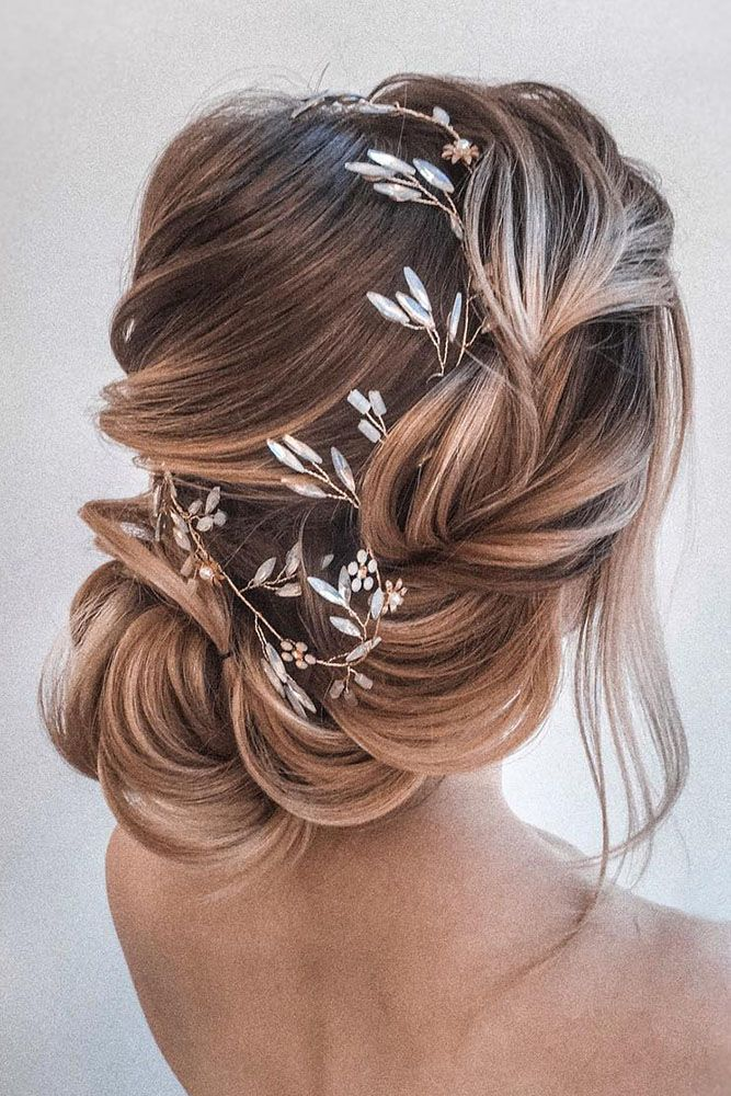20 Easy And Perfect Updo Hairstyles For Weddings Elegantweddinginvites Com Blog In 2020 Hair Styles Gold Wedding Hair Piece Bridal Hair Pieces
