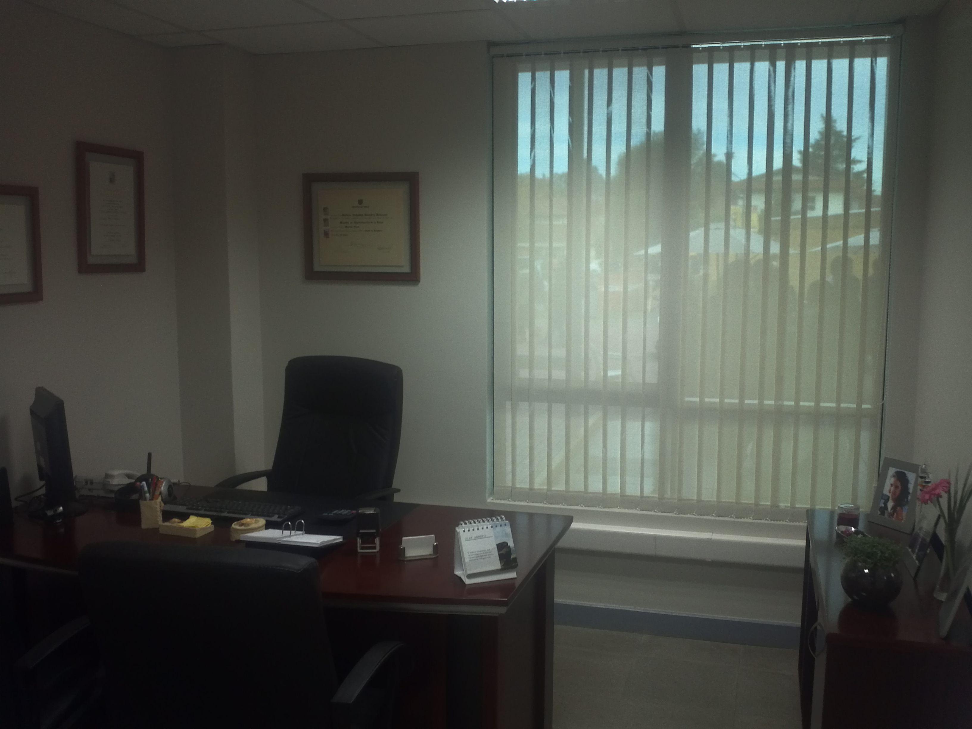 Persianas verticales de tela suns screen oficina Universidad Mayor ...