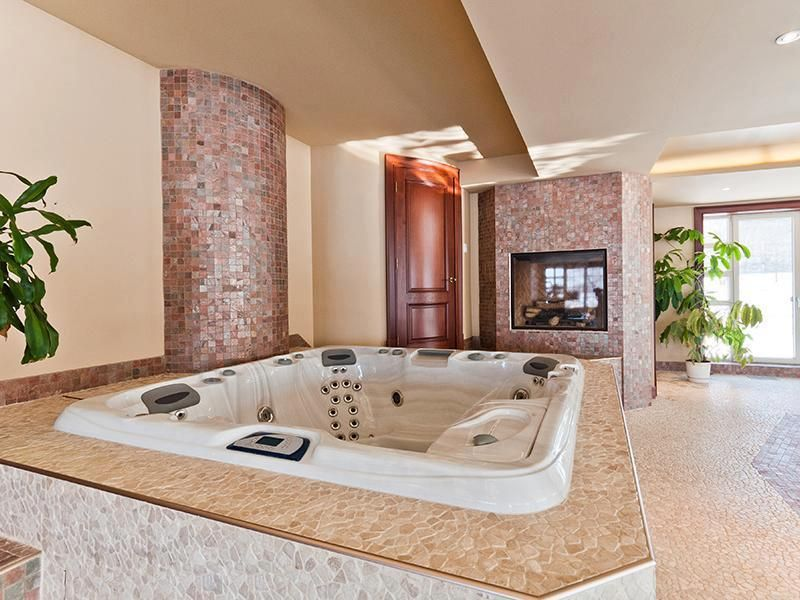 Pin By Eveleine Currier On For My Dream Home Dream Bathrooms Hot Tub Room Indoor Jacuzzi
