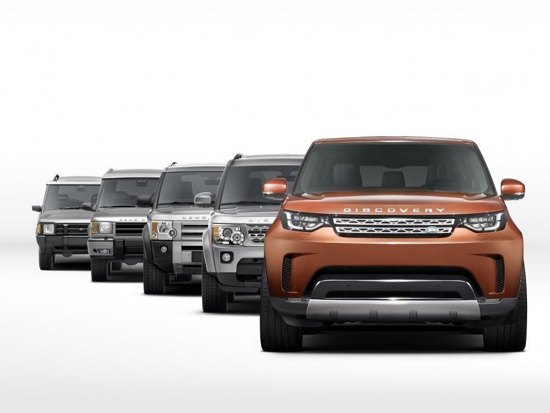 Land Rover Discovery 2017 A Jaguar Land Rover divulgou nesta segunda a primeira foto oficial da nova geração do Discovery. O SUV de grande porte e sete lugares será lançado dia 28 de setembro no Salão de Paris @mondialauto. O modelo ficou menos quadradão e a dianteira evoluiu bem em relação aos anteriores. Um pouco do visual aproveita do Discovery Vision Concept de 2014.  #CarroEsporteClube #LandRover #Discovery